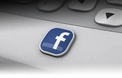 Facebook : Status updates en gluren naar anderen populair